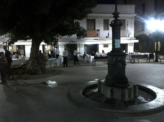 A view of Els Pescadors from the plaza