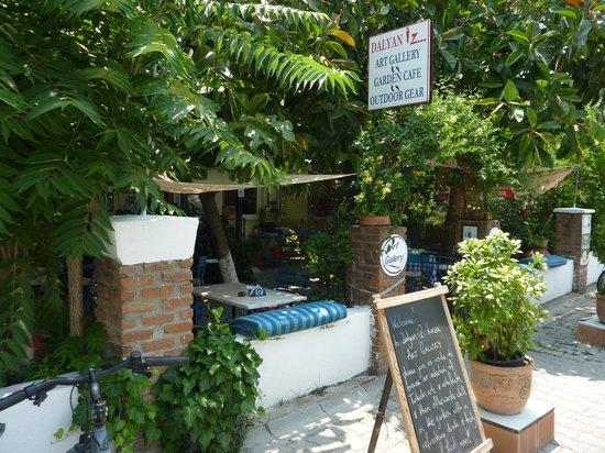 Dalyan Iz Cafe : The entrance
