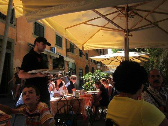 Pizzeria Fuori di Piazza: The pizzeria