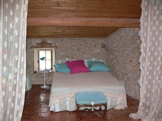 Riverside-Home-Cottage: Room