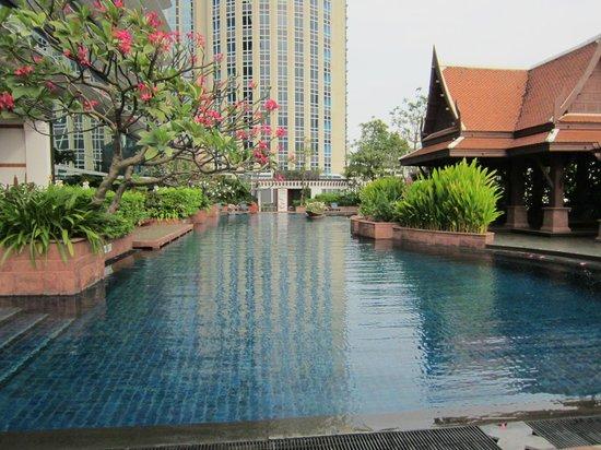 Plaza Athenee Bangkok, A Royal Meridien Hotel: プール