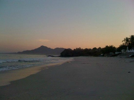 Casa de Mita: beach at sunrise