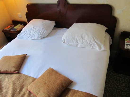 Ibis Paris Gare du Nord: Small bed