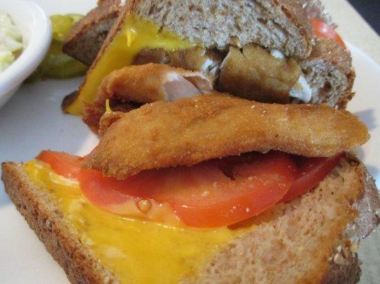 Craig's Restaurant: Fish Sandwich