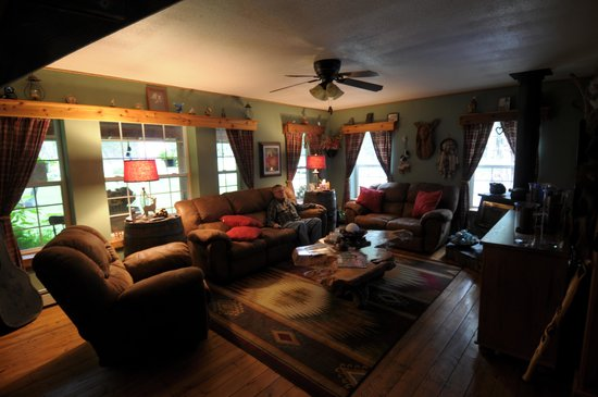 Blonde Bear Bed And Breakfast : The living room