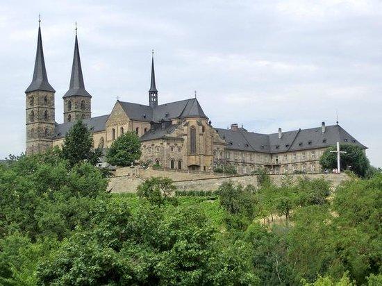 St. Michaelskirche: Blick auf den Michaelsberg mit Kirche