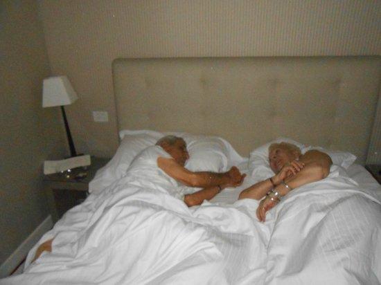 Hotel Dei Borgognoni: Mamá y papá, en la habitación. Esta es la última foto que le saqué a papá, en vida.