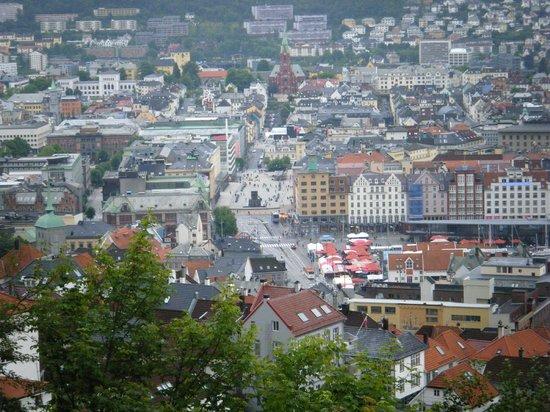 Bergen Tourist Information : Vista panoràmica de Bergen desde Mount Fløien