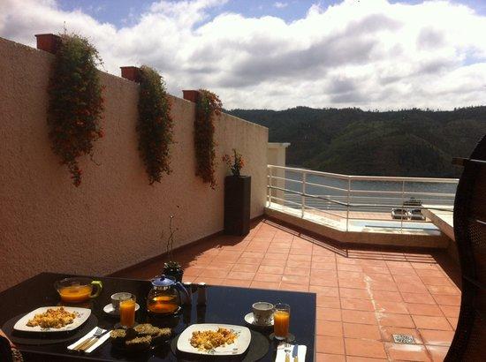 Apartamentos do Lago : Breakfast at the Terrace