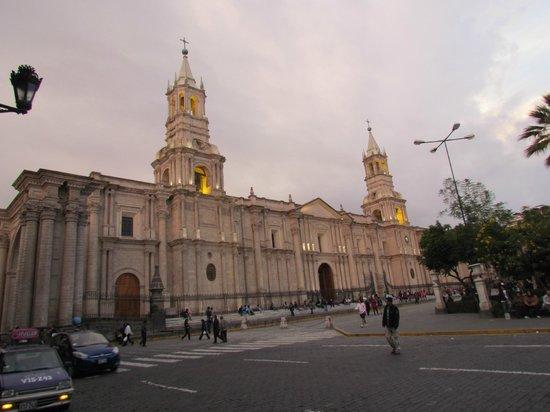 Los Tambos: Basilica Catedral de Arequipa
