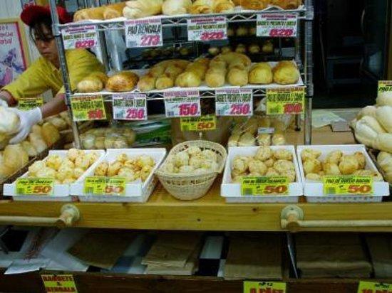 Oizumi-machi, Japan: 種類豊富なパォンデケイジョ