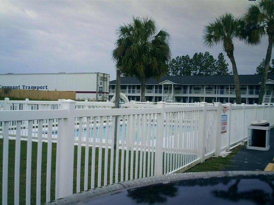 Days Inn Madison: Pool
