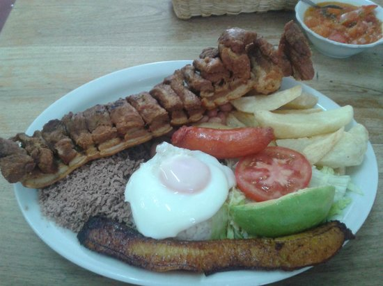 Envigado, Κολομβία: Bandeja con Chicharron.