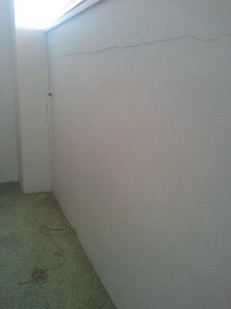 Suntower Holiday Units: poor condition carpet, walls, window frames, paint...