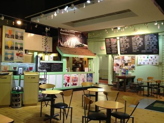 Bubble Maineia Tea Shop: dining area