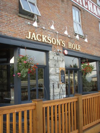 Jackson's Hole & Grill: outdoor seating on Vernon Street