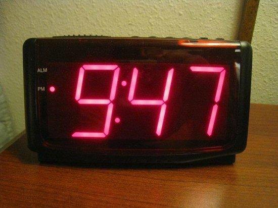 Days Inn Hotel Spencer IA : Big clock numbers