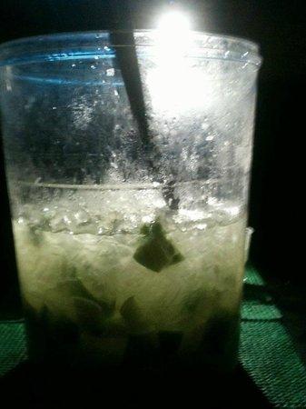 Lemon Spirit Hostel: Caipirinha na Mesa a Noite no Hostel!