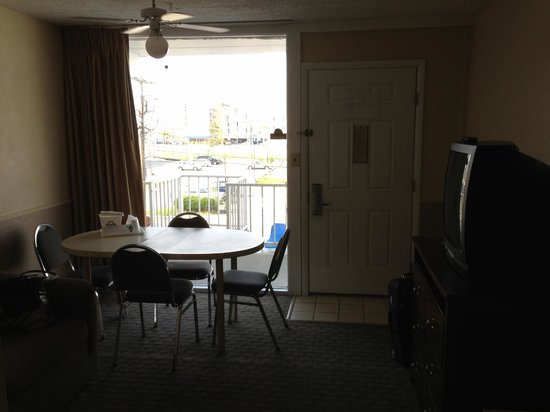 Days Inn & Suites Wildwood: Front Window