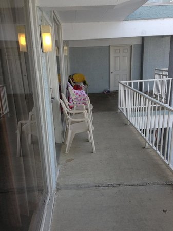 Days Inn & Suites Wildwood: Balcony is actually a walkway, common at Wildwood hotels
