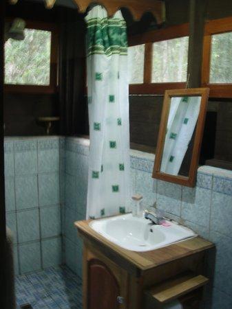 Hotel Q'ana Itz'am: Nice clean bathroom