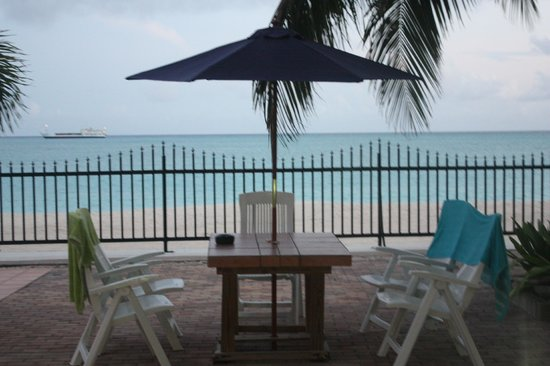 Villas on Great Bay: dining table poolside
