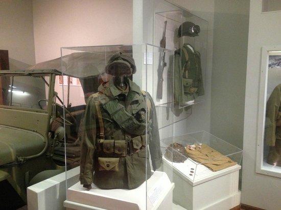Virginia War Museum: Korean War (U.S.) - Uniforms and carbine.