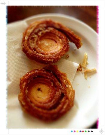 Au Peche Mignon: Crisp, sweet & delicious