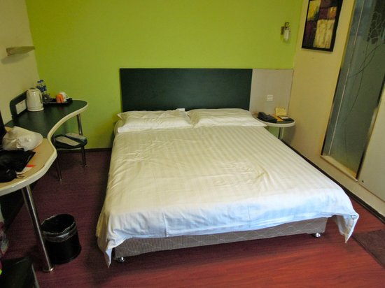 Motel Guangzhou Tianhe Sports Center Linhe West Metro Station: Bed