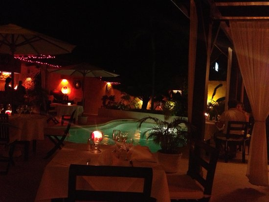 Bliss Restaurant Lounge Bar Pool: Beautiful setting