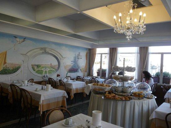 Comfort Hotel Bolivar : Café da manhã