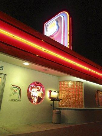 66 Diner: Outside