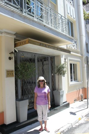 AVA Hotel Athens: Front door to Ava.