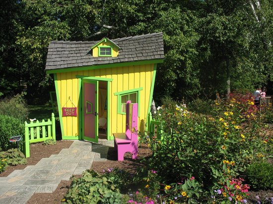 Bookworm Gardens: One of the many character houses you can play in