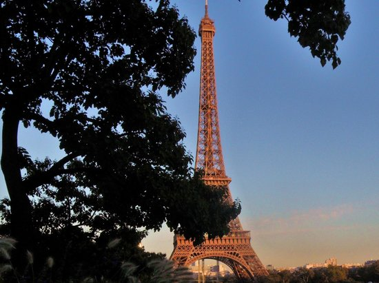 Trocadero: Eiffel Tower Dusk