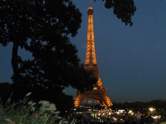 Trocadero: Eiffel Tower Night