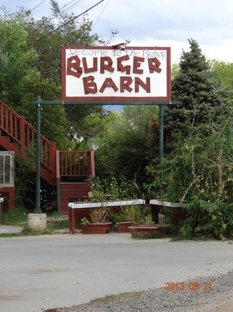 The Bishop Burger Barn: Restaurant front