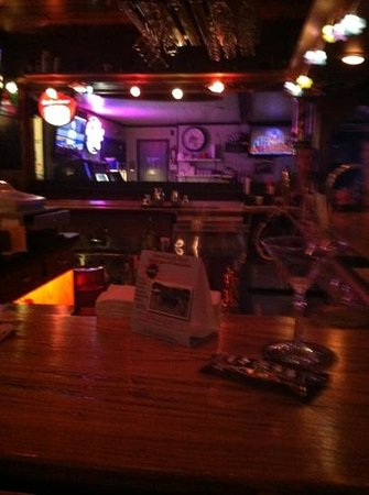 Moondance Bar & Grill: nice bar area and dining room