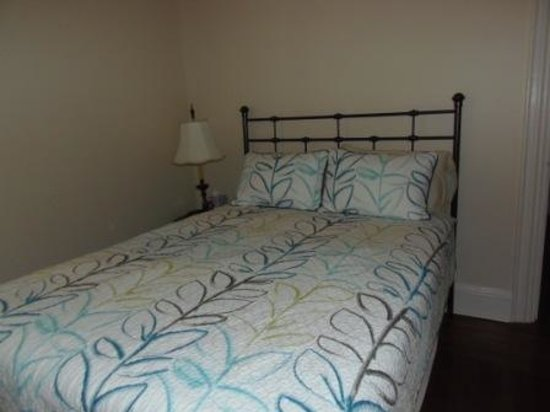 Chestnut Manor Bed & Breakfast: Andrews Bedroom with iComfort electric bed