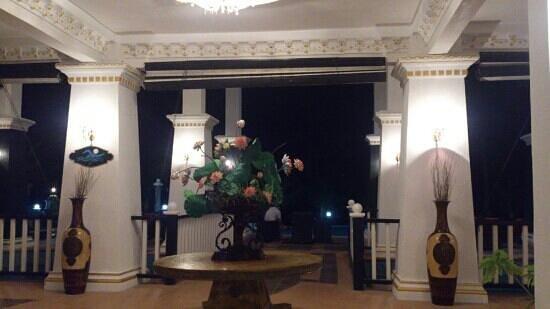 Sari Pacifica Hotel, Resort & Spa - Redang Island: areal lobby at night