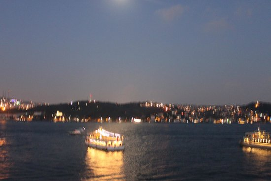 Radisson Blu Bosphorus Hotel, Istanbul: Night time view from room.  Jr. Suite.