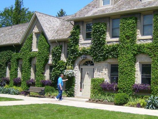 Niagara Parks Botanical Gardens : Knock Knock!