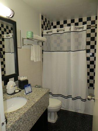 Best Western River North Hotel : bathroom