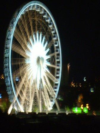 Clifton Hill: big wheel at night