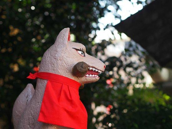 Keihin Fushimi Inari Shrine: お狐さんクローズアップ