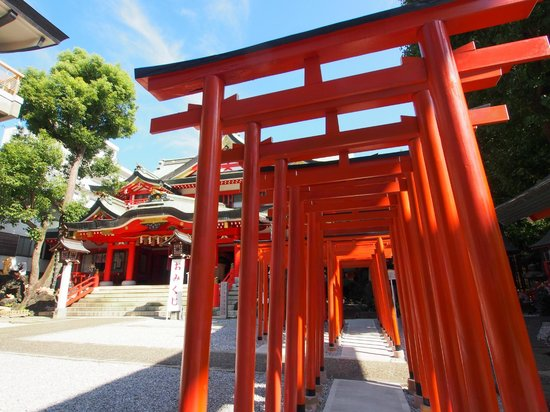 Keihin Fushimi Inari Shrine: 連なる赤い門が素敵