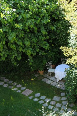 Oltre Il Giardino: View of the garden from our room