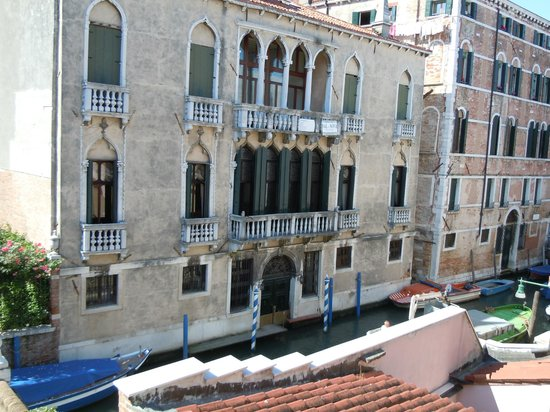 Oltre Il Giardino: View of canal from top floor suite