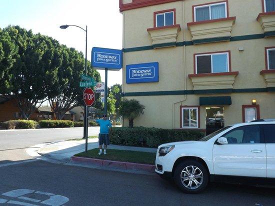 Rodeway Inn & Suites Pasadena: Vista para o hotel
