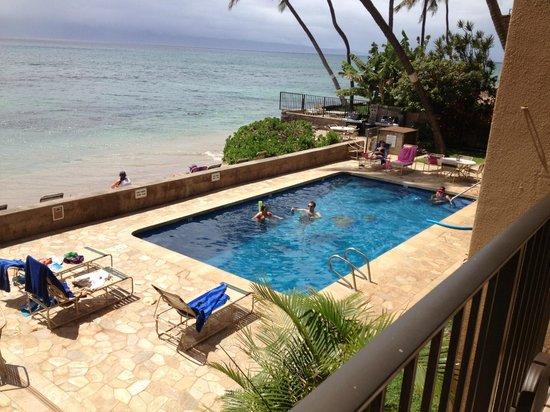 Nohonani Condos: pool area